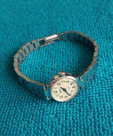 Продам Часы наручные женские (Чайка), подарок.