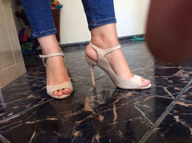 Sandale crem cu toc noi