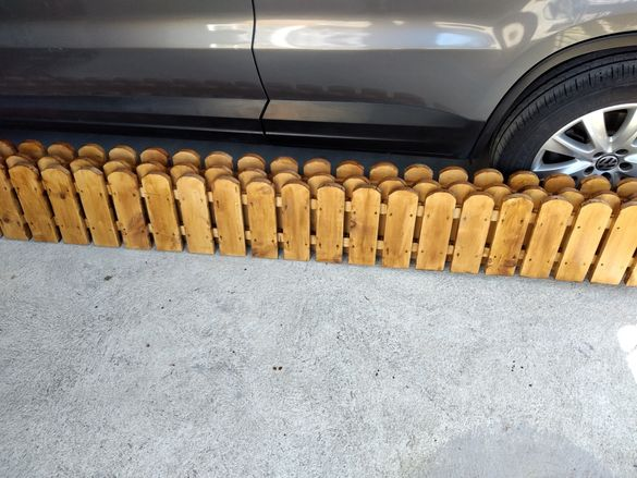Дървена мини ограда