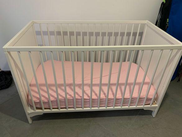 Детско креватче с гардероб и скрин за повиване