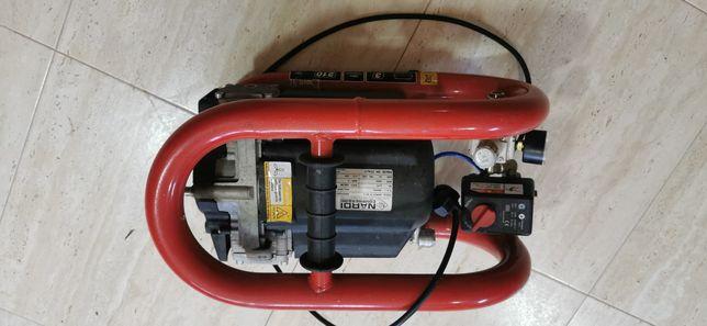 Vând compresor silențios portabil NARDI Esprit 3T 210l/m
