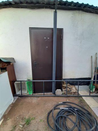 Продам металлические двери 2шт