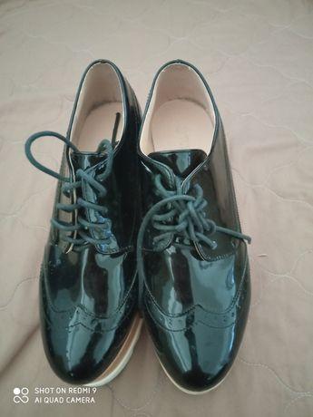 Продавам изключително запазени обувки
