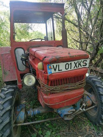 Tractor DT 445 cu fata