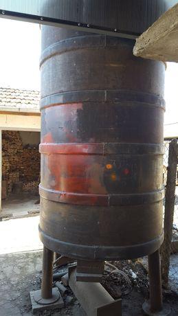 Цистерна от черна неръждаема стомана