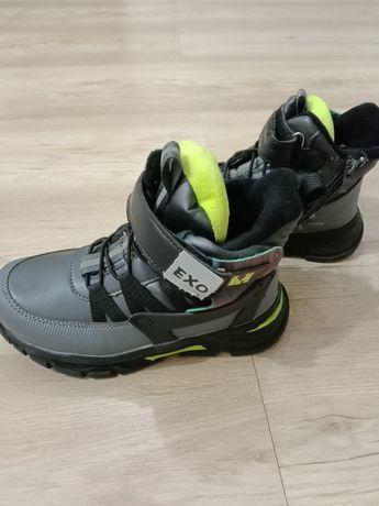Продам осенние ботиночки, внутри флис, размер 32