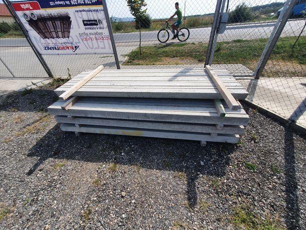 Stalpi din beton pentru gard vie