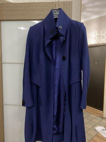 Продам Пальто цвет шикарный качество отличное