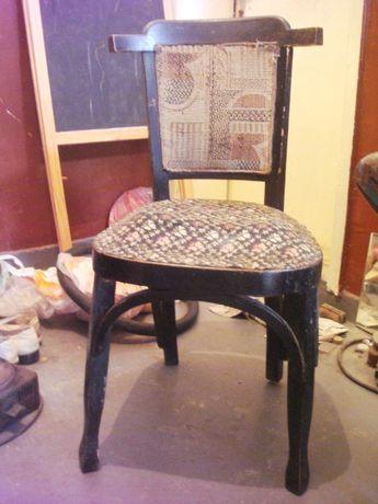 Дървен стол - стар