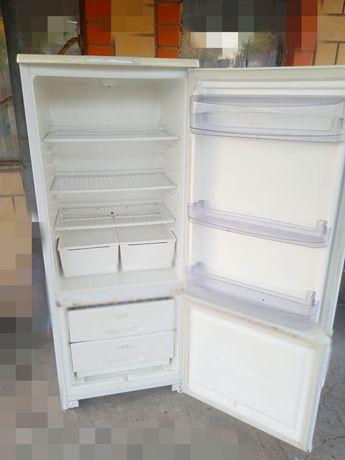 Продам холодильник 2 х камерный в рабочем состоянии все полки целое мо