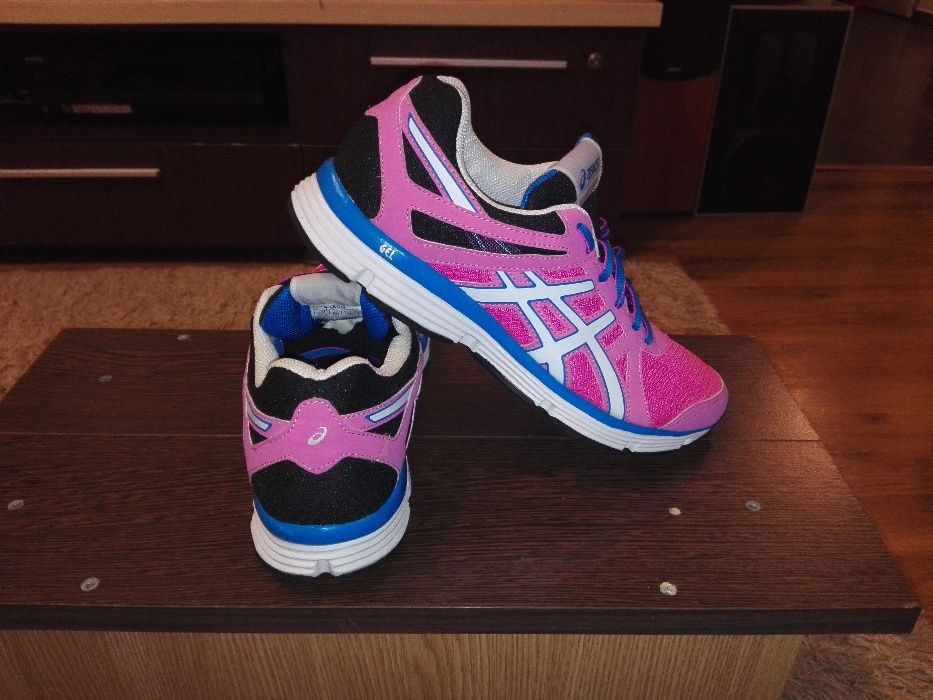 Adidasi Asics,Marimea 40!ORIGINALI!Model Running!Stare buna!50 lei.