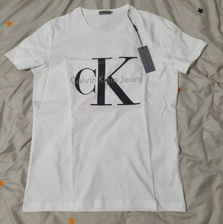 Rduceri!!!Tricou Calvin Klein Jeans marimea M ( pret vechi 200 ron)