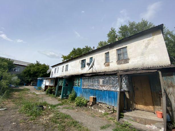 Продается двухэтажная квартира в центре поселка
