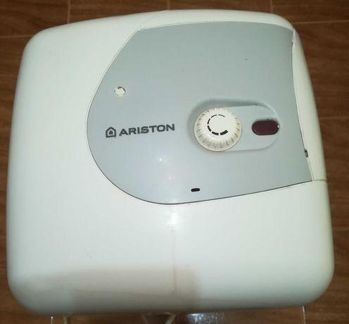 Продам водонагреватель аристон