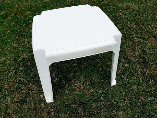 Столик пластиковый, для шезлонгов и лежаков.