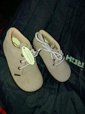 pantofii de fetite noi nr 24 noi pret 70 ronii