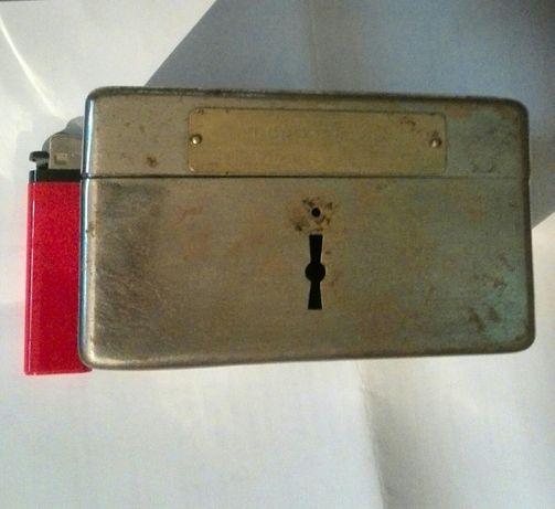 """Vând sau schimb puşculiță anii'30:""""PHONIX""""din alamă cromată,fără yală."""