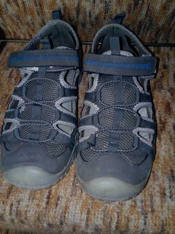 Затворени сандали за момче