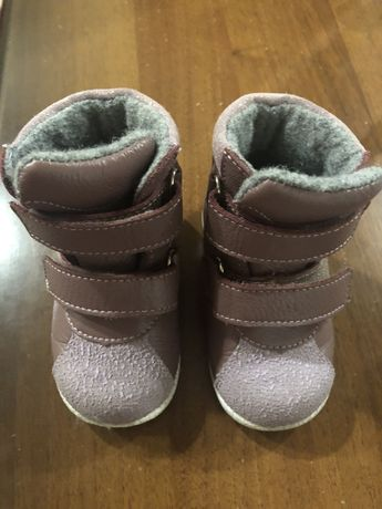Продаются детские ботинки