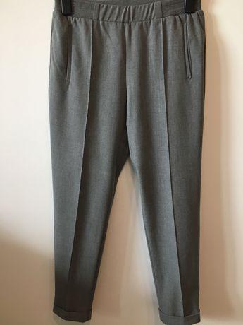 Vând pantaloni Zara