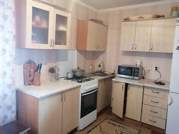 Кухонный продам 20000,