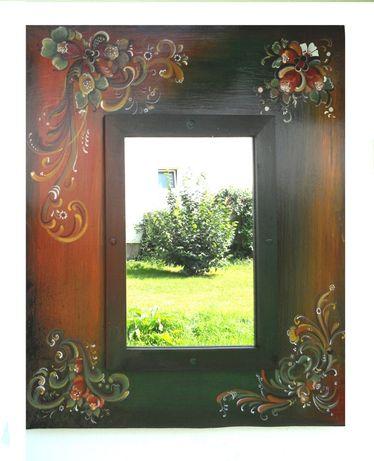Oglinda cu rama pictata pe fond verde si nuante de maro