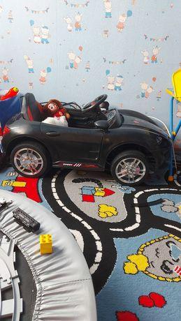 Продам машину детскую