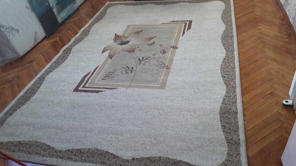 Голям килим тип персийски