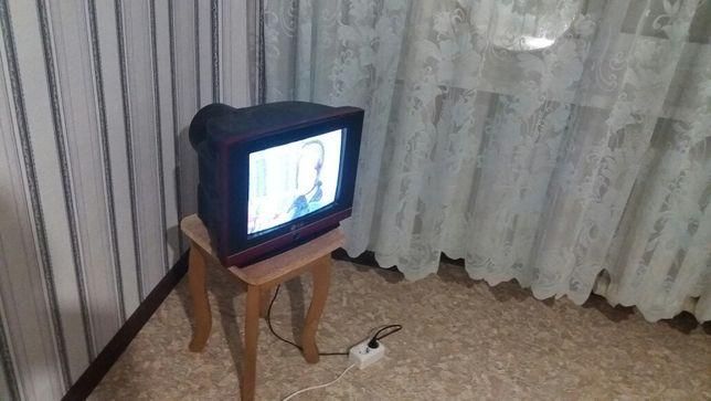 Не большой LG телевизор
