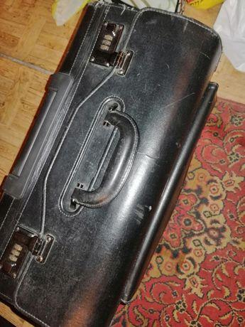 Ретро куфар кожен