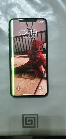Айфон xs max,работает,минус на экране,почти новая,стоймость 150000торг