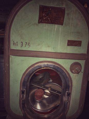 Butoi vin antic 370 litri
