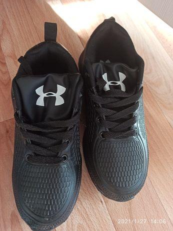 Продам новые кроссовки мужские