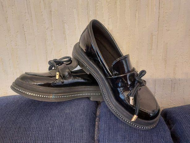 Продам туфли модные для девочки в школу