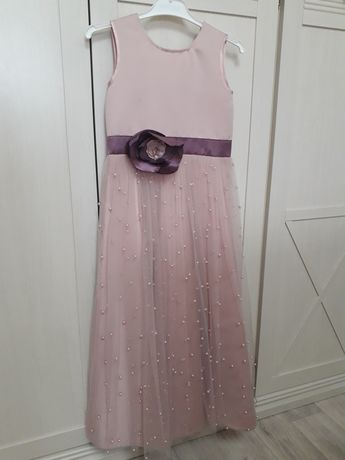 Продам платье нарядное, с босоножками