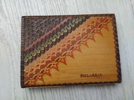Дървена табакера с български шевици