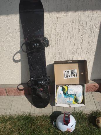 Сноуборд и ботинки Burton, шлем, крепления и чехол