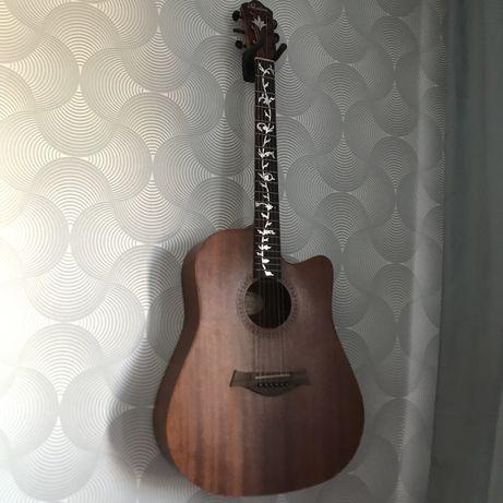 Продам гитару Madina
