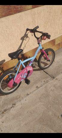 "Vand    bicicleta  fete   4 -7 ani  14 "" btwin"