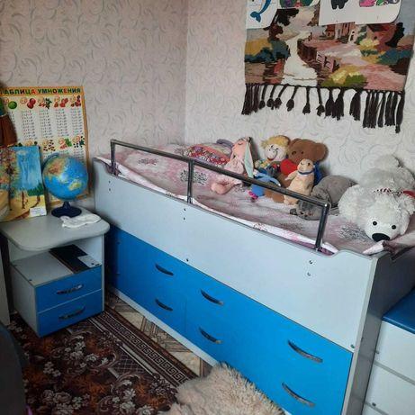 Кровать детская подростковая, с ящиками + матрас.