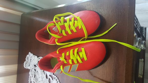 Adidas бутонки
