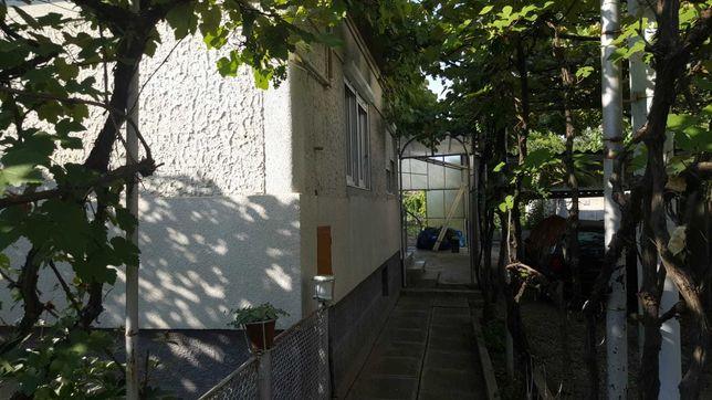 Casa singur in curte de la proprietar.