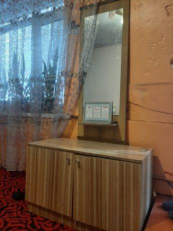 Продаётся камод с зеркалом и стол