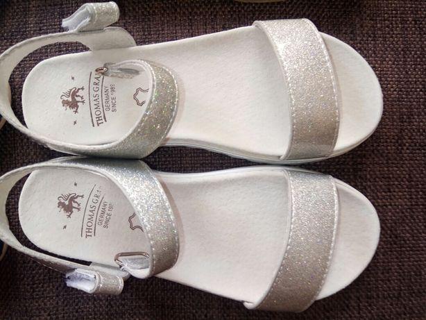 Новая обувь на девочку, 28-29-30 размер