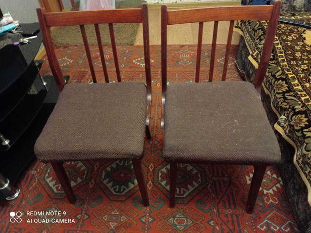 Мягкие стулья в хорошем состоянии