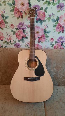 ПРОДАМ гитару YAMAHA F310, паралонновый чехол и каподастр!