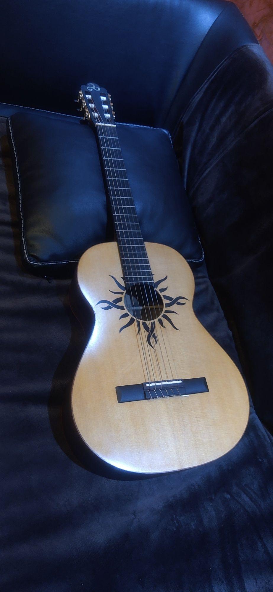 Мастеровая классическая гитара