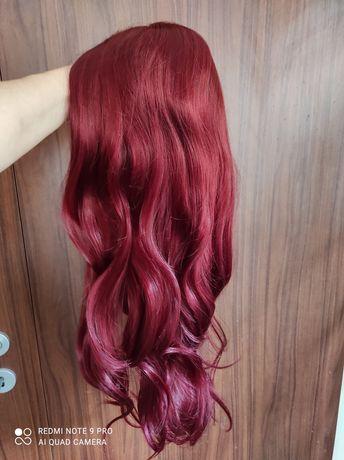 Дълга червена перука