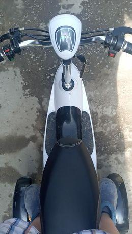 Продам срочно скутера почти новый