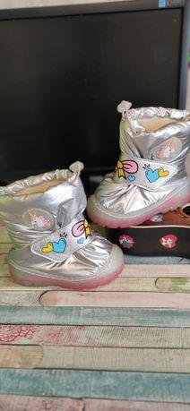 Продам зимние ботиночки на девочку